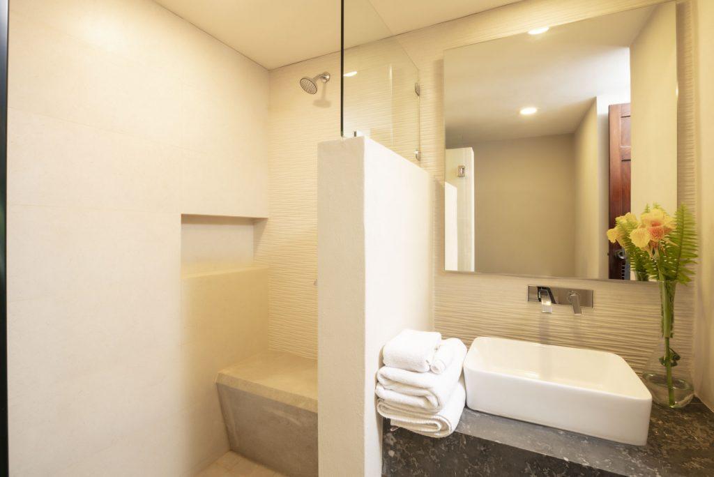 Bathroom family Suite Deluxe Vista Vallarta Suite Hotel